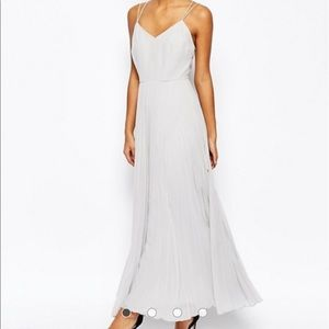 Maxi dress with pleated skirt